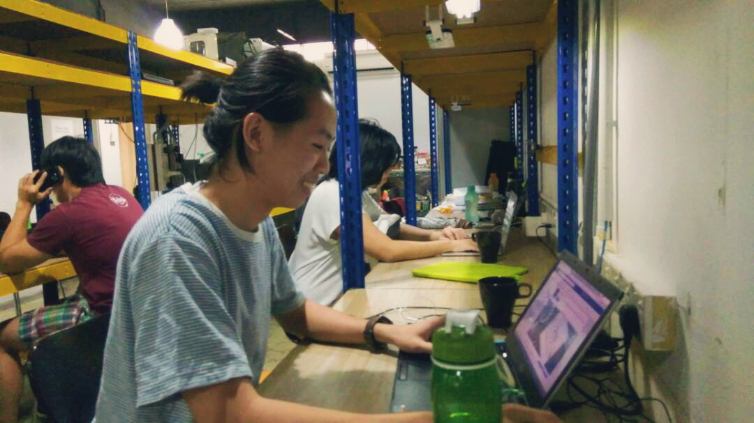 Lesli Lu working at The Techy Hub